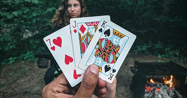 Strategi Poker Tiga Kartu dan Permainan Online Gratis